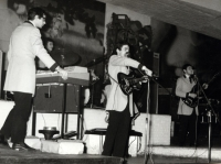 1965 - 13 - Gli Apostoli al Piper Club