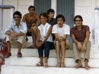 1965 - 04 - Gli Apostoli al Mare con fan