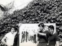 1965 - 02 - estate - Gli Apostoli suonano a Vietri, con Manifesto