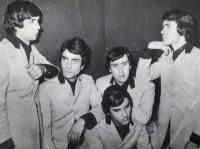 1965 - 12 - Gli Apostoli versione Beat e Capelloni